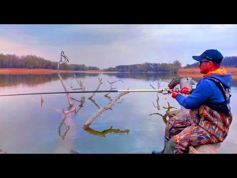 Рыбалка в ТОПЛЯКЕ! Ловля КАРАСЯ на БОКОВОЙ КИВОК!