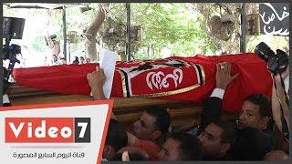 علم النادى الاهلى يحيط بجثمان طارق سليم