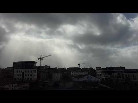 Hurricane Ophelia slams Dublin on 16Oct2017