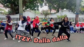 (K-pop random full dance) ITZY-Dalla dalla in bojonegoro