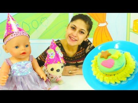 Bebek Gül'ün doğum günü. Pasta yapıyoruz