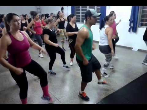 Abnehmen tanzen Zumba mit Rodrigo Diaz