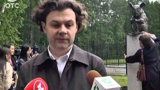 В Академгородке установили памятник Мыши, вяжущей нить ДНК