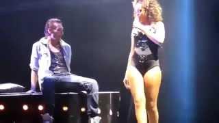 Rihanna Hayranına Kucak Dansı Yaptı!