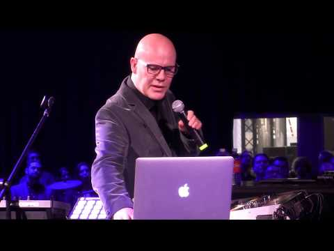 """Thomas Dolby Performs """"She Blinded Me With Science"""" Live Video 