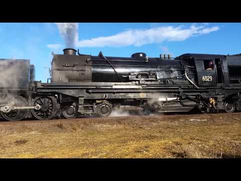 6029 departs Canberra loco 30th July 2015