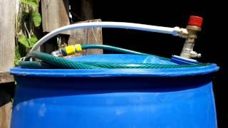 Теплый полив - наддув бочки(Использование пластиковой синей бочки с 2 пробками в качестве ресивера для теплой воды. По характеристикам..., 2014-07-07T19:25:51.000Z)