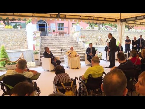 Pope's surprise visit to foundation of people with disabilities