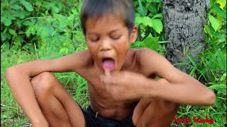 Primitive Technology - Eating delicious - Cooking chicken heart on a rock