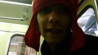 красно-армеец в метро играет в звездные воины ) прикол.