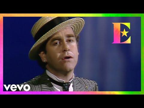 Смотреть клип Elton John - Cold As Christmas