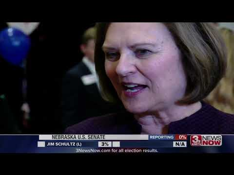 Deb Fischer wins re-election easily