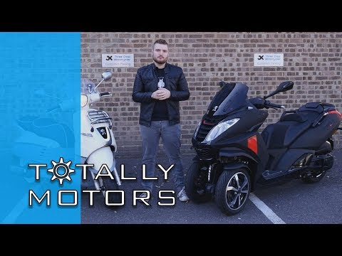 Are three wheels better than two? - Peugeot Metropolis - Road Test - HD | Totally Motors