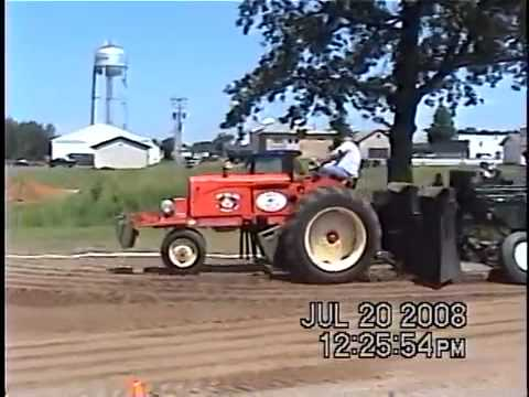 tractor pulling at luck wisconsin