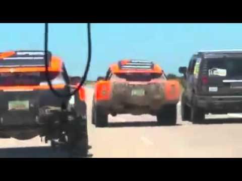 Video: La imprudencia de un equipo del Dakar casi provoca una tragedia