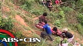 TV Patrol: Mga sumaklolo, hirap sa tarik ng bus crash site sa Nueva Ecija