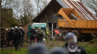 Notre-Dame-des-Landes : affrontements lors de l'opération d'expulsion de la ZAD