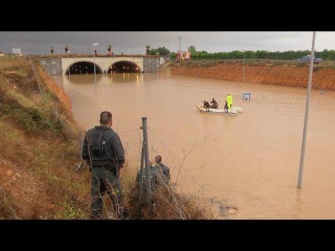يورو نيوز:شاهد: استمرار عمليات إنقاذ ضحايا الفيضانات في إسبانيا