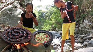Yummy Cook Beef Sausage with Green Papaya recipe for Lunch - Survival skills Anywhere Ep 89