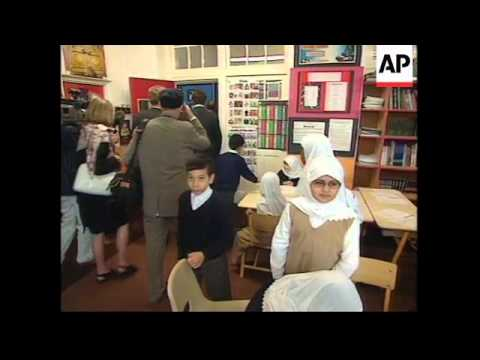 UK: LONDON: PRINCE CHARLES VISITS ISLAMIC SCHOOL