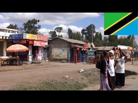 Daily life street scenery Arusha Tanzania - Straßenszenen Arusha Tansania