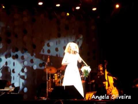 Vanessa da Mata canta Tom Jobim - O que tinha que ser/Estrada do Sol - Aracaju 15.08.13
