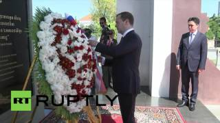 Cambodia: Medvedev pays respects to late king of Cambodia during state visit