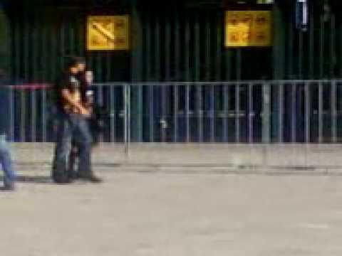 Fans de mago paseandose am komo 4 oras antes dl show d mago de oz en el auditorio nacional