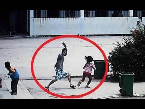 Chinese Man Attacks Students With Knife, Madman Attacks Schoolchildren In China, Knife Attack