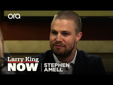 """Stephen Amell on the Oliver and Felicity Paring on """"Arrow"""""""