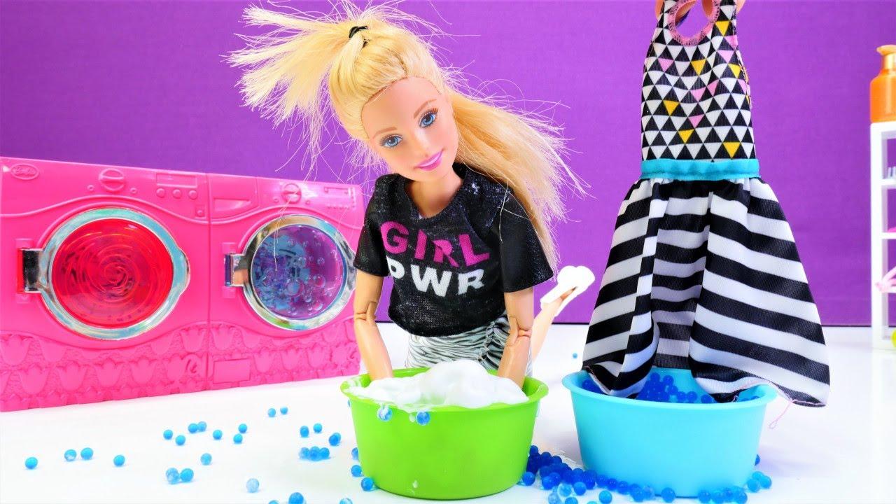 Barbie videoları. Barbie çamaşır makinesi bozulunca elbisesini leğende yıkıyor