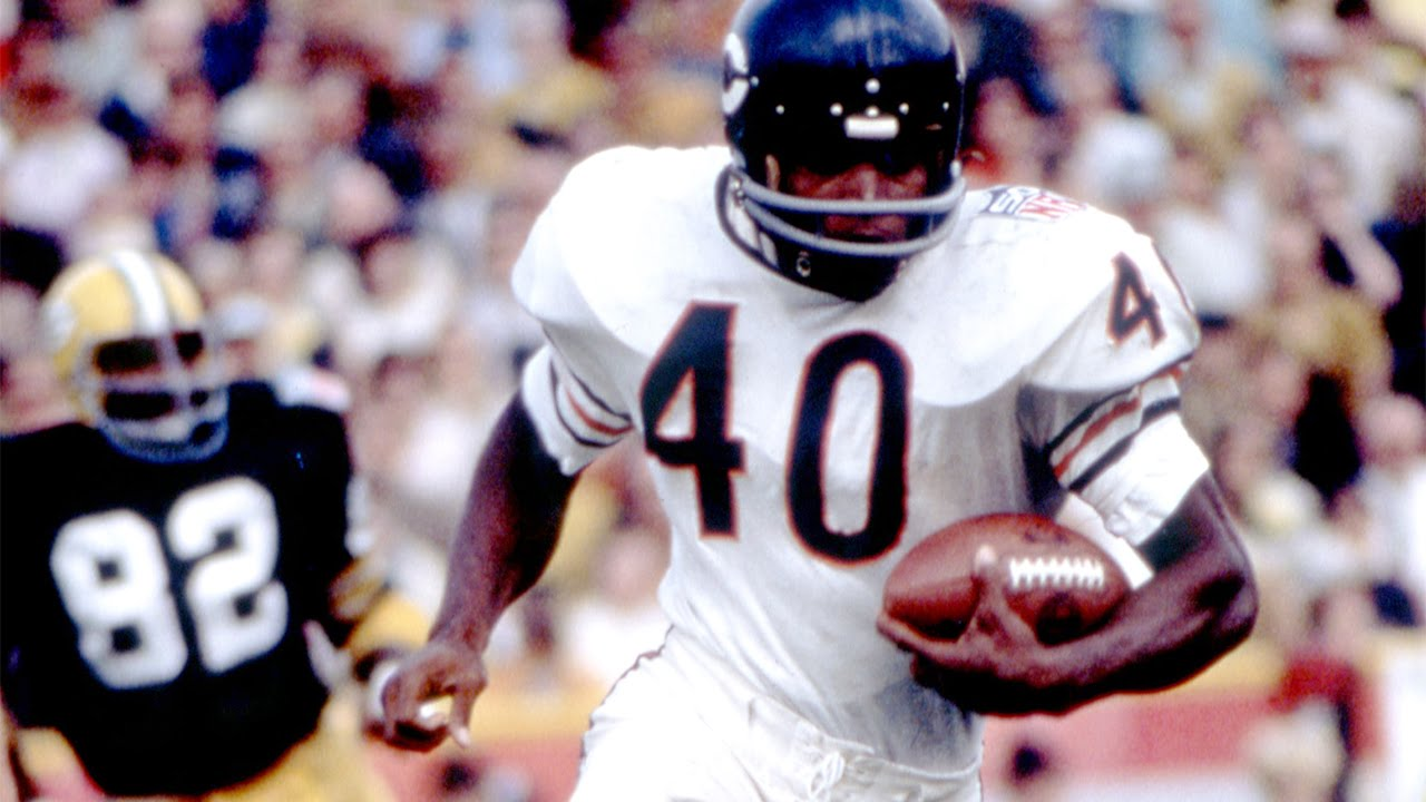 Gale Sayers, Hall of Fame Running Back, Dies at 77 - The New York Times