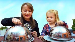 Mama si Anabella merg la  Restaurant  | Challenge |Anabella Show
