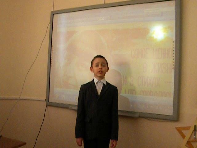 Изображение предпросмотра прочтения – АзатКудусов читает произведение «Бежит тропинка с бугорка» М.И.Цветаевой