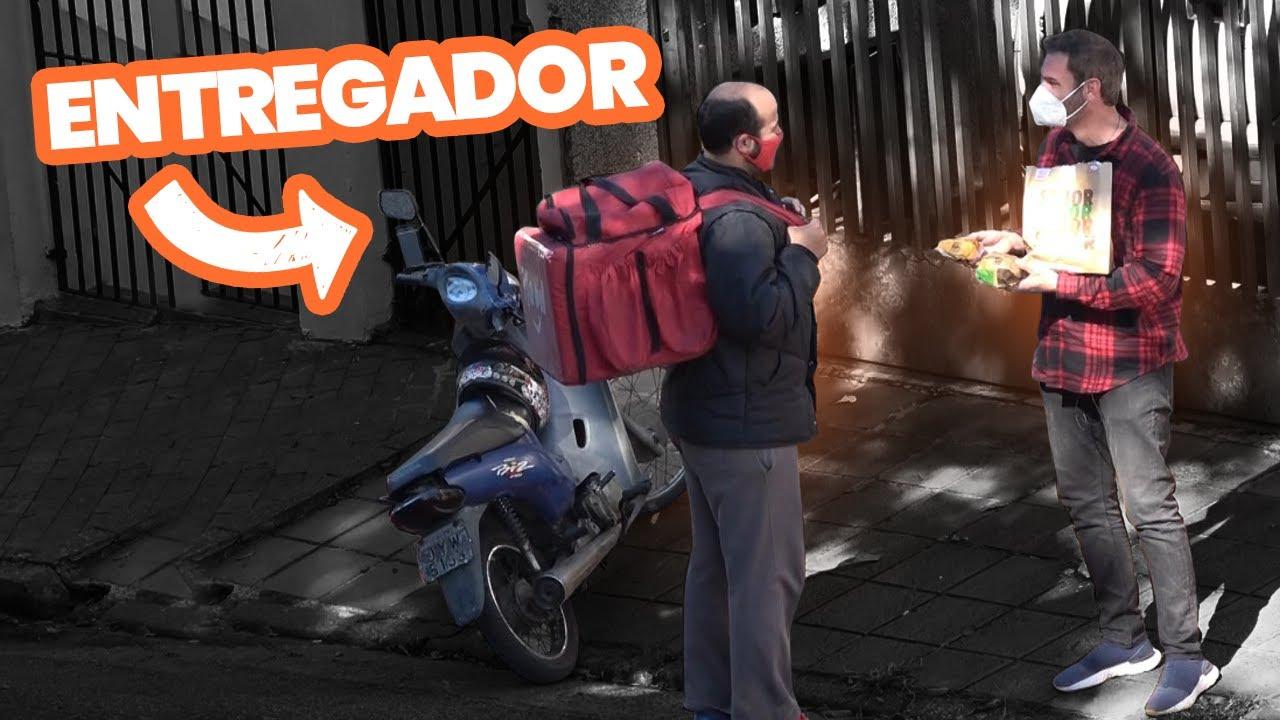 PEGADINHA - MOTOBOY GANHOU COMIDA E 350 REAIS EM DINHEIRO - EMOCIONANTE
