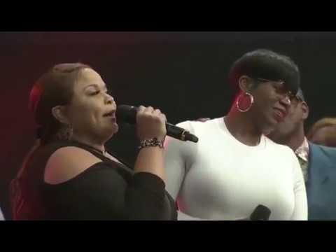 LIVE Now Behold The Lamb Mic Toss w/ Tamela, Fantasia, Travis, William Murphy & more