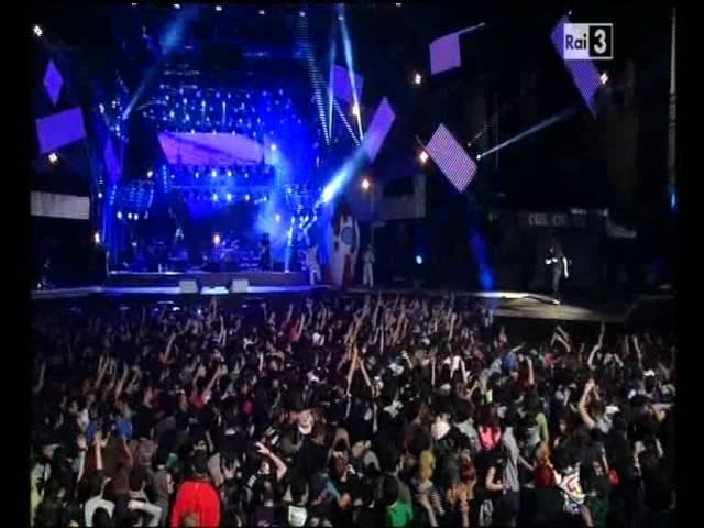 caparezza-io-vengo-dalla-luna-live-primo-maggio-2012-rai3-ramastan89