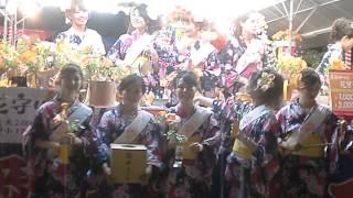 大阪の天王寺の愛染堂勝鬘院で愛染まつりの愛染娘の守りを見ました.