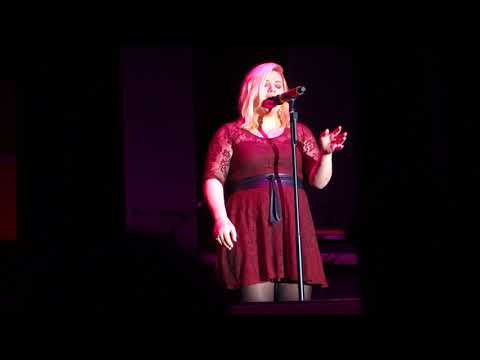 Kelly Clarkson - (2014-11-22) - Girl Crush (Little Big Town cover) - Cerritos, CA