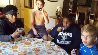США. Подростки пробуют квашеную капусту, компот, квас и курт!