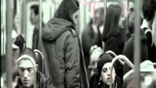 LA haine dans le métro .wmv