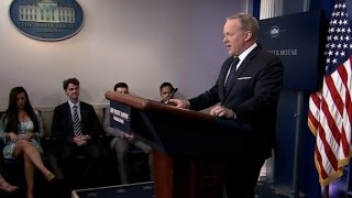 Spicer ignores question on off-camera briefing