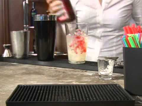 How To Make The White Lion Cocktail Mixed Drink
