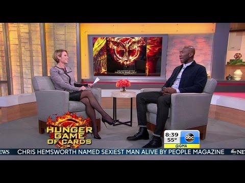 Amy Robach in black leather miniskirt - 19-Nov-2014