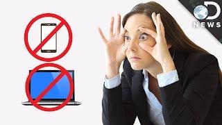 ¿Usar teléfonos móviles y computadoras puede dañar la vista?