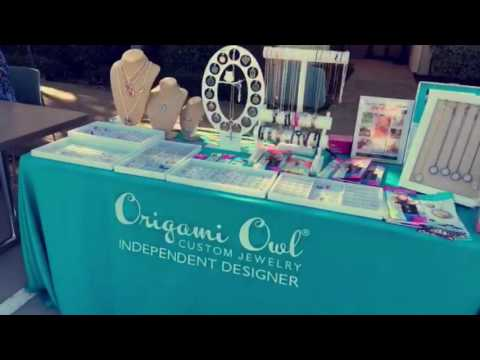 locketsncharm's-origami-owl-table-display-at-events