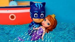 ⚡ PJ MASKS ⚡Gatuno rescata a la sirena Sofia en el mar   Heroes en Pijama Juguetes en Español