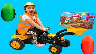 Masal and Öykü building with Play-Doh Wheels, Fun Kids Video
