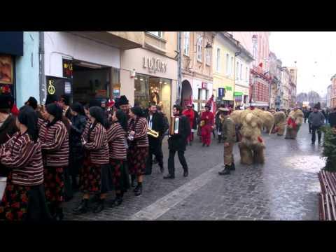 Brasov: Cu Ursul si Capra pe strada Republicii