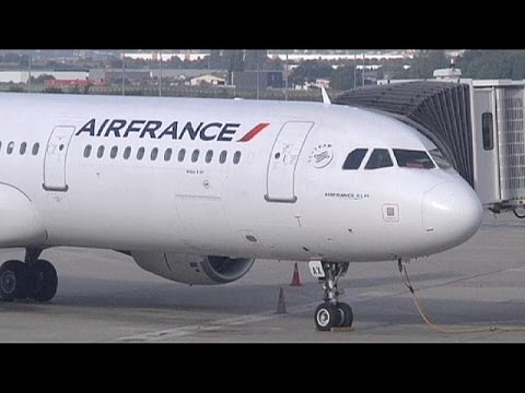 Air France pilots to continue strike over low-cost plans, September 20, 2014 - euronews (in English)  - MJfjuEttBy8 -
